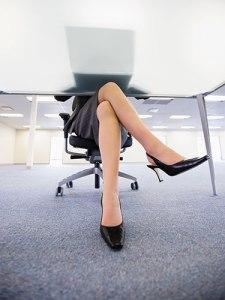 07-woman-desk-crossing-legs-lgn-97560498
