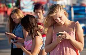 teen-smartphone-use