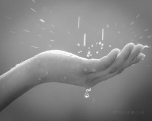 rain-hand(pp_w900_h718)